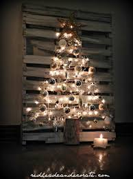 Is Made Of Sticks Painted Wondererme White Pallet Christmas Tree