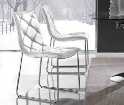 lot de 2 chaises giada en simili cuir blanc pietement chrome