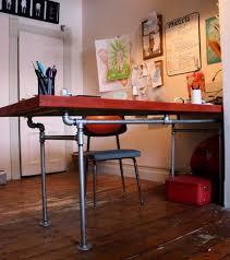 fabriquer un bureau en bois decoration fabriquer bureau bois tuyaux diy fabriquer un bureau