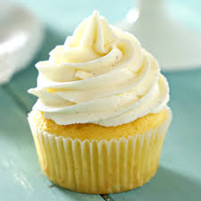 Vanilla Bean Cupcakes With Fluffy Mascarpone Buttercream Frosting