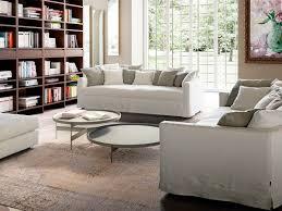 sofa mit niedrigen und leicht gewölbten rückenlehne idfdesign