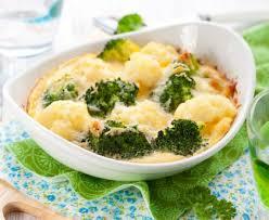 cuisiner le brocolis gratin de brocolis rapide recette de gratin de brocolis rapide