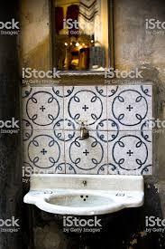 antikes badezimmer stockfoto und mehr bilder alt