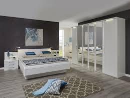schlafzimmer in lack weiß mit doppelbett inkl zwei nachtkonsolen und 6 türigen kleiderschrank möbelhaus pohl wilhelmshaven friesland