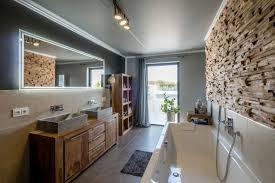 bauhaus trifft chalet design modern badezimmer