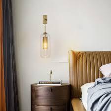 wandleuchte aus glas und messing modern für schlafzimmer