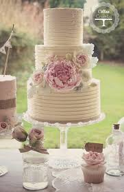 Rustic Wedding Cake Texture With Wildflowers