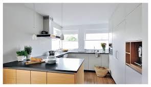 weiße küche mit dunkler arbeitsplatte modern küche