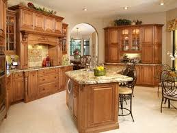 Traditional Honey Maple Kitchen Cabinets With Quartz Design Ideas Pictures Remodel And Decor