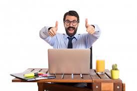 bureau homme d affaire homme d affaires dans bureau avec le pouce vers le haut