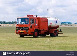 Gas Tanker Lorry Stock Photos & Gas Tanker Lorry Stock Images - Alamy Vacuum Tanker Gulfco Trucks Volvos Fm Lng Truck To Fuel At Calors Dington Station Its A Liquefied Gas Scania Group Tank Wikiwand Gas Vs Diesel Past Present And Future Filerevell Whitefruehauf Mobilgas Truckjpg Wikimedia Commons Compressed Natural Station Lorry Stock Photos Images Alamy Fuel Tanker Stock Photo Image Of Danger Heavy 76893138 Freightliner Cascadia Warner Truck Centers Lge