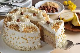 haselnuss birnen torte mit weißem nougat