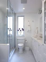 Simple Bathroom Designs With Tub by Best 25 Small Narrow Bathroom Ideas On Pinterest Narrow