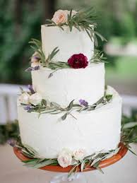 White Buttercream Wedding Cake With Natiral Rustic Decor