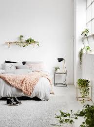 plante verte dans une chambre à coucher so fresh une déco blanche et plantes vertes deco blanche