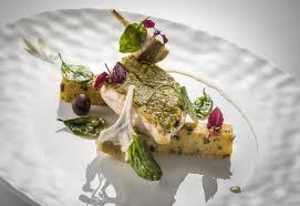 cuisiner le bar de ligne bar de ligne en croûte de pistache polenta aux olives