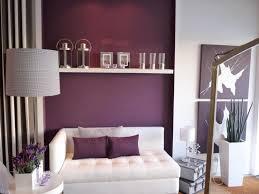 aubergine farbe fürs wohnzimmer weiße wohnzimmermöbel