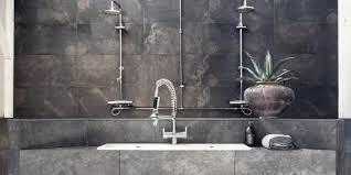 moderne badezimmer im vintage style mit steinfliesen grau