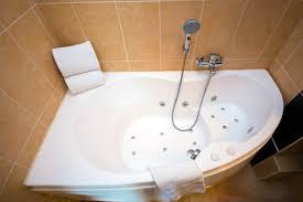 beau hotel avec baignoire balneo dans la chambre 8 les chambres