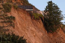 100 Hollywood Hills Houses 3 Homes Affected By Hillside Collapse Deseret News