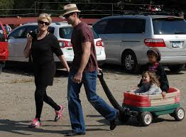 Pumpkin Picking Ct Easton by Hugh Jackman Goes Pumpkin Picking With His Family Growing Your Baby