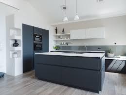 grifflose wohnküche in schwarz weiß leicht mit bora