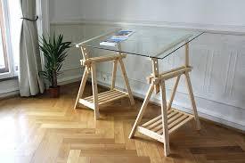 bureau avec tr eaux bureau en verre transparent bureau verre transparent et noir rubbers