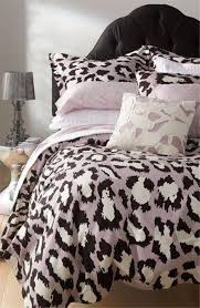 Cheetah Print Living Room Decor by Animal Print Bedroom Ideas What Colors Go With Leopard Cheetah