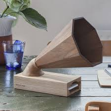 A Beautiful Handcrafted Wooden Amplifier That Acts As Speaker For Any IPhone The Wood