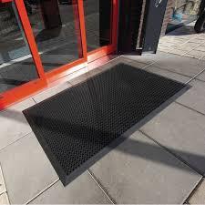tapis antiderapant escalier exterieur tapis antidérapant exterieur caillebotis caoutchouc noir 3