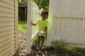 Lions Clubs give Cottage Grove mom a t a fence