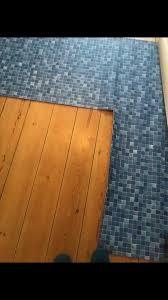bodenbelag fliesen imitat mosaik fürs badezimmer pvc