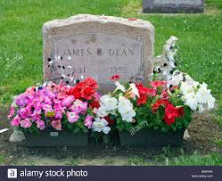 100 James Deans Grave At A Cemetery In Fairmount Indiana Stock