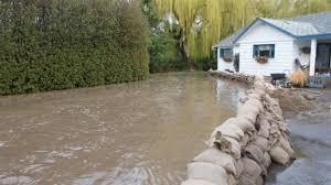 sac de inondation le risque d inondations reste élevé dans l okanagan ici radio