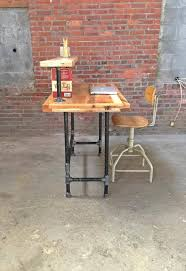 Pallet And Steel Metal Pipe Computer Desk