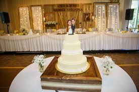 This 8 Panel Wooden Backdrop Makes For A Gorgeous Setting Your Wedding Partys Dinner The Four Outside Panels Come With White Satin Curtains Backlit