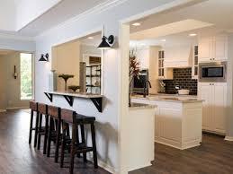 cuisine semi ouverte comment meubler votre cuisine semi ouverte chaises hautes en bois