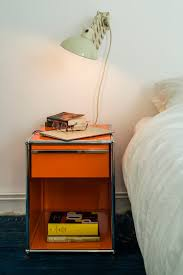 pin auf side table