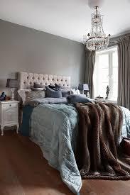klassisches schlafzimmer in erdfarben bild kaufen