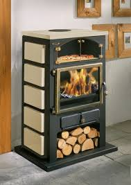 cuisine poele a bois comparatif de poêles à bois avec four intégré pour cuire pizza