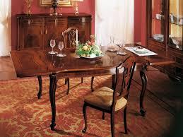 quadratischer klassischer tisch mit erweiterung für
