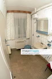 stockfoto badezimmer mit ddr charme
