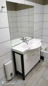 waschbecken tisch mit unterschrank und spiegel