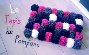 tapis a faire soi meme diy comment faire un tapis avec des pompons