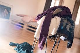 kleidung wieso sie ihre wäsche nicht auf einem stuhl lagern
