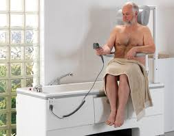 siege baignoire handicapé baignoire à porte élévateur de bain salle de bain travauxlib