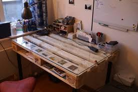palette bureau diy desk built with palette 4 steps