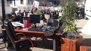 bureau rhone alpes les pompiers de grenoble déménagent le bureau de leur directeur