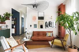 offenes wohnzimmer in gedeckten farben bild kaufen
