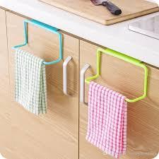 großhandel 1 stücke handtuchhalter küche mehrzweck hängen halter organizer badezimmer schrank schrank hanger tür zurück happynewlife1 6 01 auf